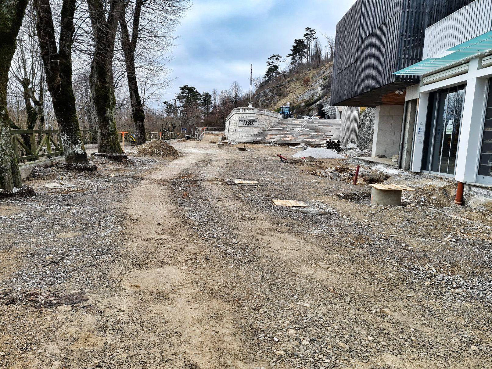 Ureditev promenade pred Postojnsko jamo – 2. del