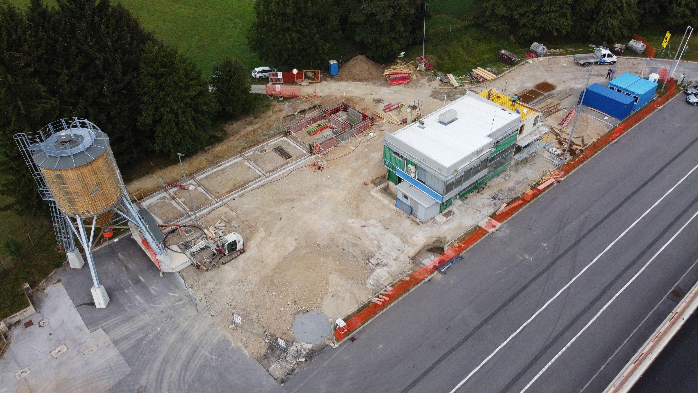 Rekonstrukcija upravne stavbe cestninske postaje Log
